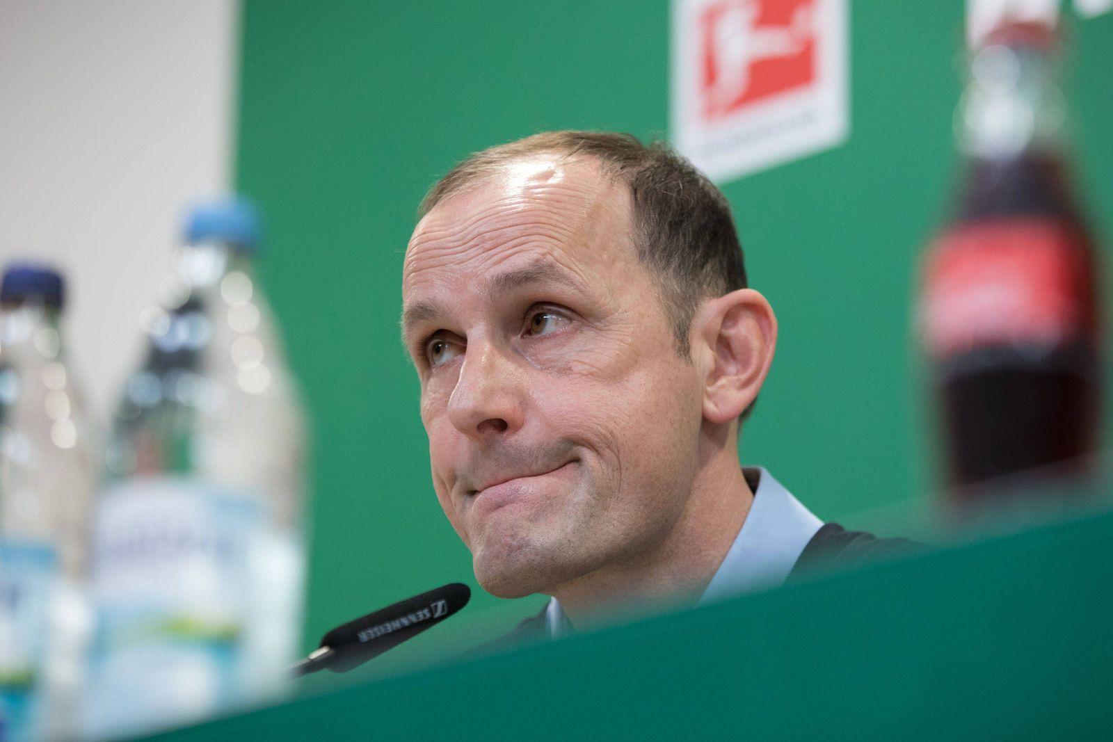 neuer Trainer, Chef-Trainer Heiko Herrlich (FC Augsburg) bei der Pressekonferenz, Pressekonferenz, FC Augsburg, Fussbal