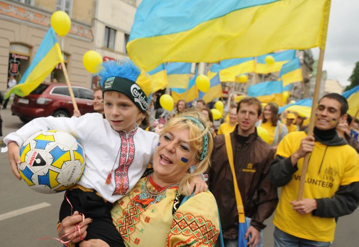 Ukrainische Fans in Lwiw: Fanmeilen bringen alle Menschen auf dieser Erde zusammen
