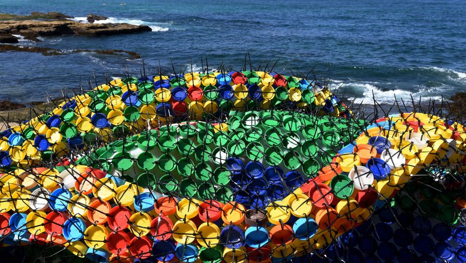 Skulptur in Sydney: Plastikmüll als weltweites Problem