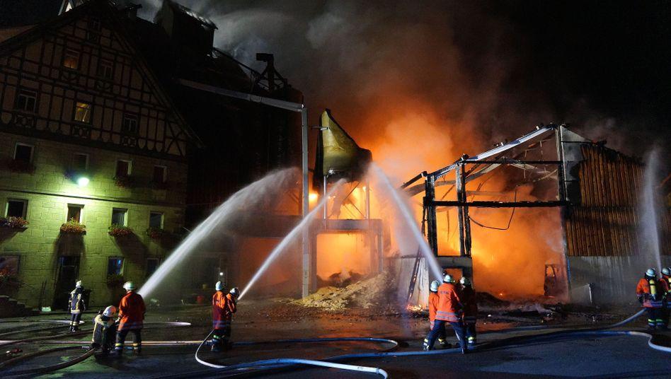 Brand in Kirchberg an der Jagst: Schaden in Millionenhöhe und Ammoniumnitrat im Fluss