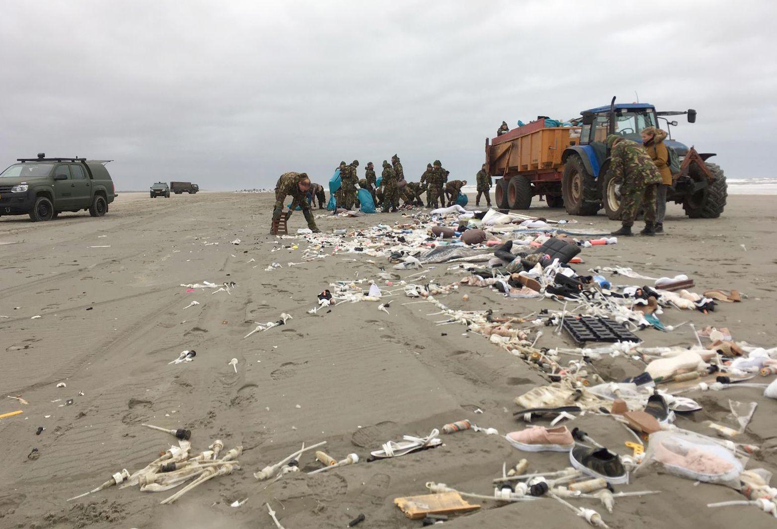 Schiermonnikoog/ Plastik am Strand