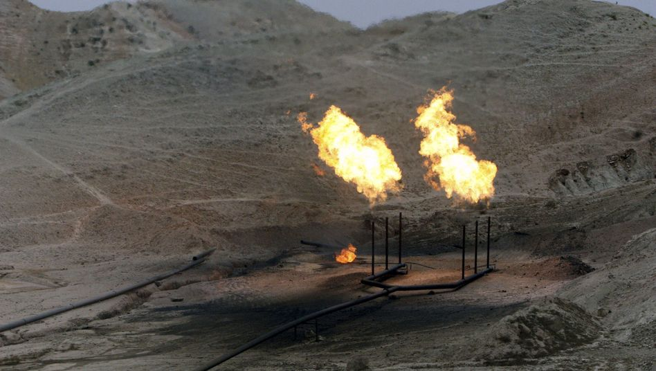 An oil field in Iran's Khuzestan province (2007 photo).
