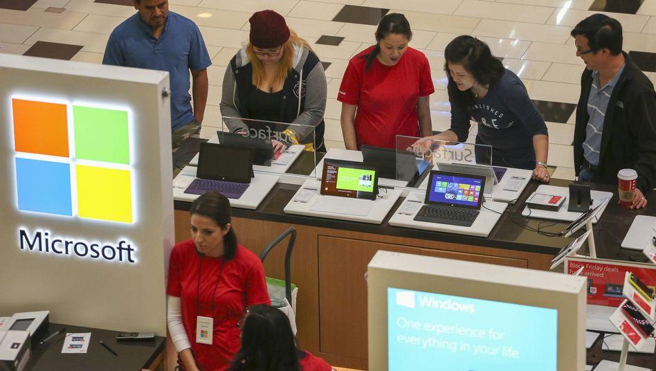Microsoft-Verkaufsstand: Erfolge mit Spielkonsole und Tablet-Computern