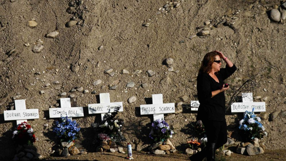 Mahnwache: Gabrielle Giffords kehrt an den Tatort zurück