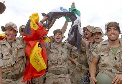 Jubel im Irak: Spanische Soldaten vor ihrer Heimkehr