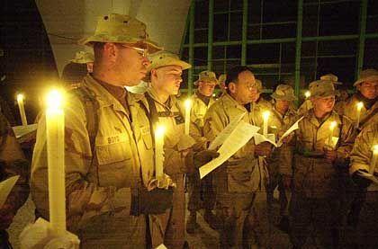 US-Soldaten improvisieren eine kleine Christmesse
