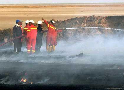 Nach Anschlag auf Pipline: Löscharbeiten auf der Insel Fau