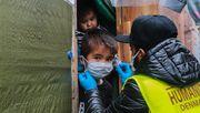 Hunderte Geflüchtete demonstrieren vor Camp auf Lesbos