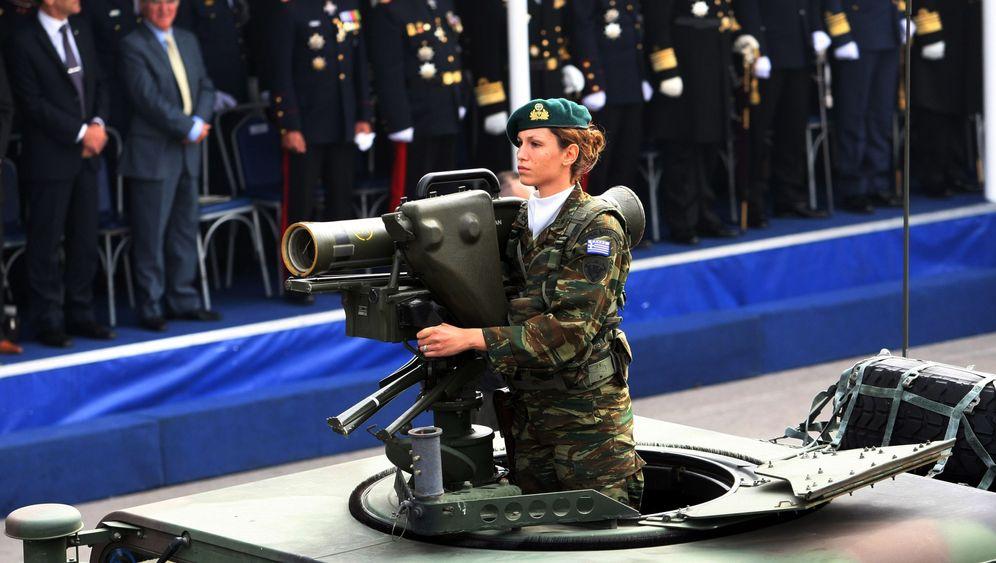 """Militärparade in Athen: """"Sind wir als Nation wirklich so tief gefallen?"""""""