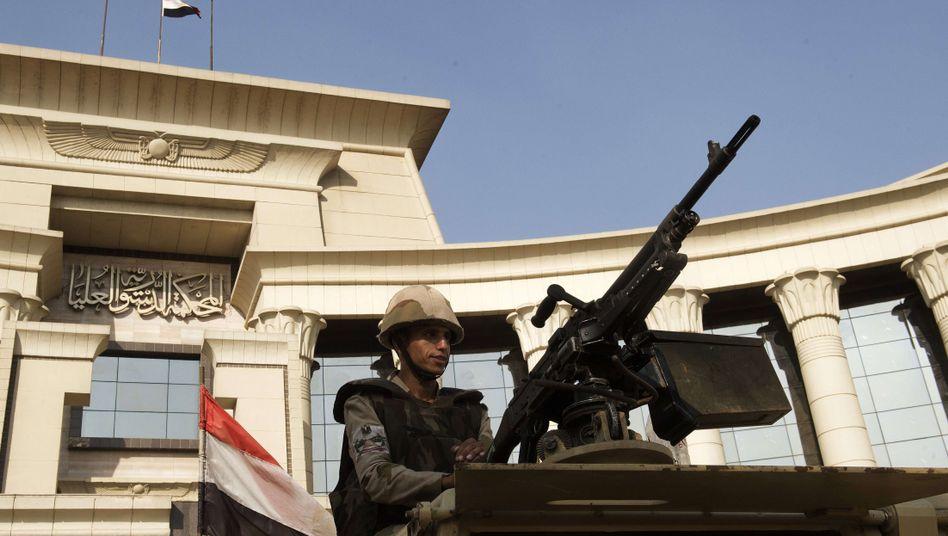Armeestellung vor dem ägyptischen Verfassungsgericht: Saudi-Arabien will Geld geben