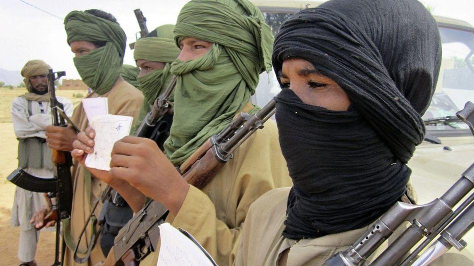 Islamistische Kindersoldaten mit Koranschriften in Mali