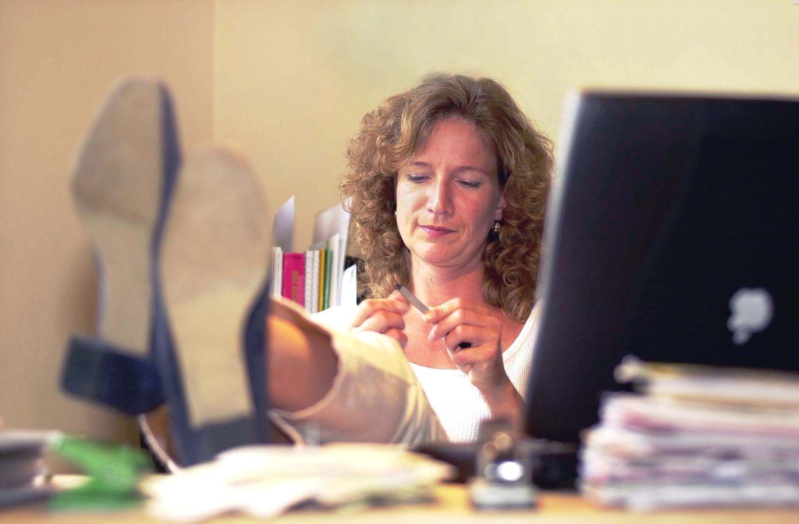 NICHT VERWENDEN Langeweile am Arbeitsplatz / Symbolbild