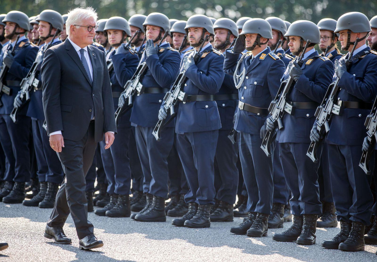 Bundespräsident Steinmeier besucht Luftwaffe