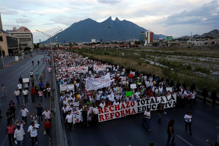 Am Mittwoch gingen die mexikanischen Lehrer wieder auf die Straße.