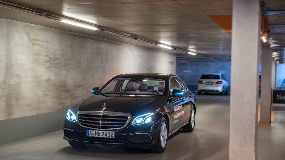 Bosch und Daimler dürfen Autos nun komplett autonom einparken lassen