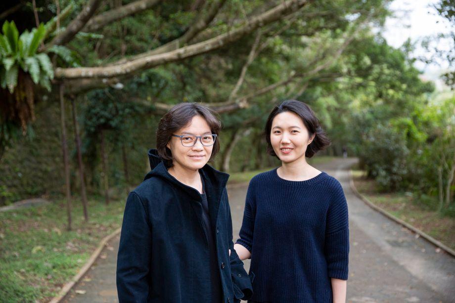 Fei Wang (l.), 47, und Hurrly Lee, 33, feierten ihr Hochzeitsfest bereits, bevor die gleichgeschlechtliche Ehe Gesetz wurde – sie hatten nicht länger warten wollen