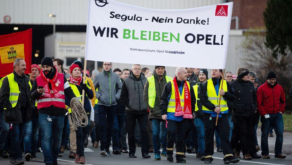 Beschäftigte von Opel am Stammsitz Rüsselsheim (Archivfoto)