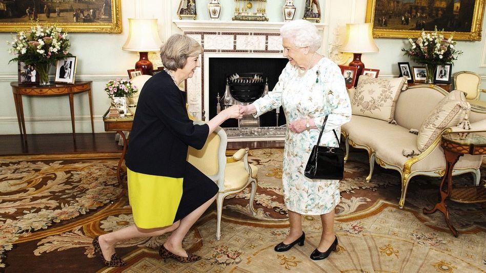 Elizabeth II. mit May