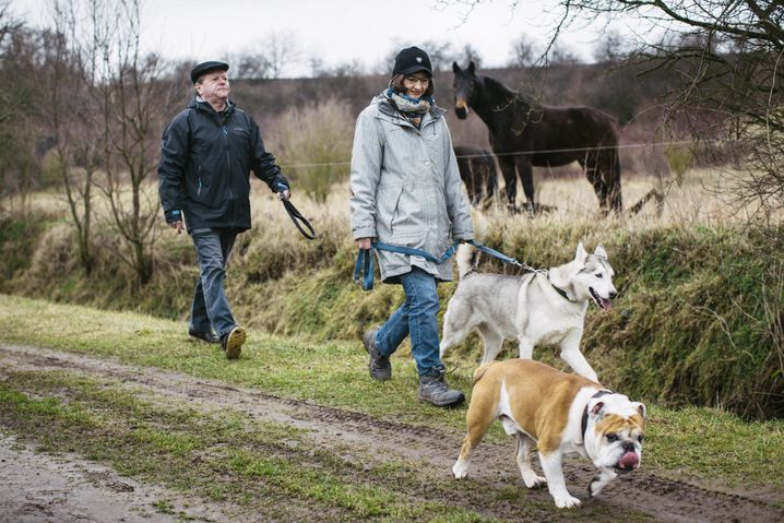 Forscher Jung, Pörtl, Hunde Mary und Bruno