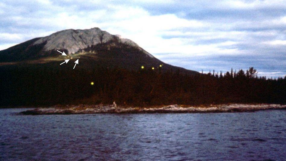Wandernde Lichtkugeln: Erdbebenlichter in Alaska mit einem Durchmessen von etwa einem Meter (Archivbild: 1972 oder 1973)