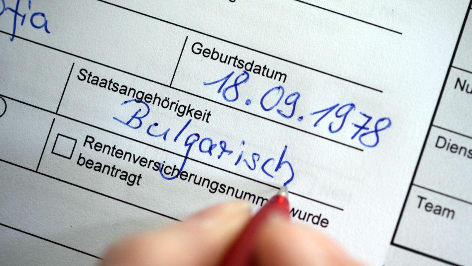 Antrag auf Arbeitslosengeld: Insgesamt wurden 2013 33 Milliarden Euro für Hartz IV ausgegeben