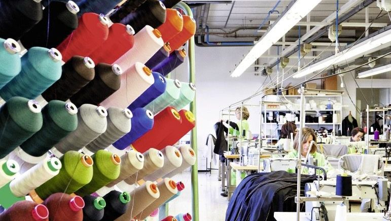 Schneiderei der spanischen Modekette Zara in Arteijo