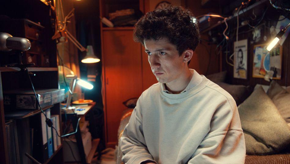 """Szene aus """"How to sell Drugs (online fast)"""": Hauptfigur Moritz (Maximilian Mundt)"""