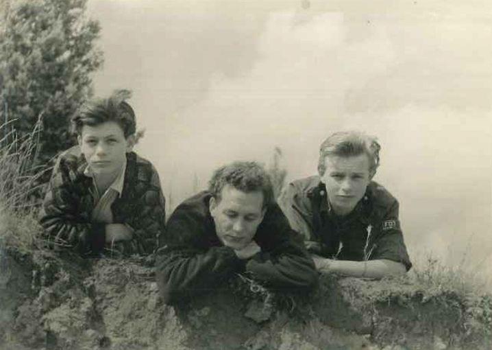 einestages-Autor Hans Hielscher (rechts) 1955 im FDJ-Hemd