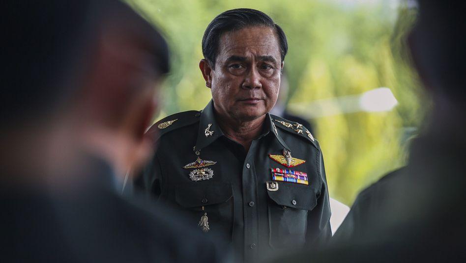 Armeechef Prayuth Chan-ocha: Krisengespräch mit Konfliktparteien