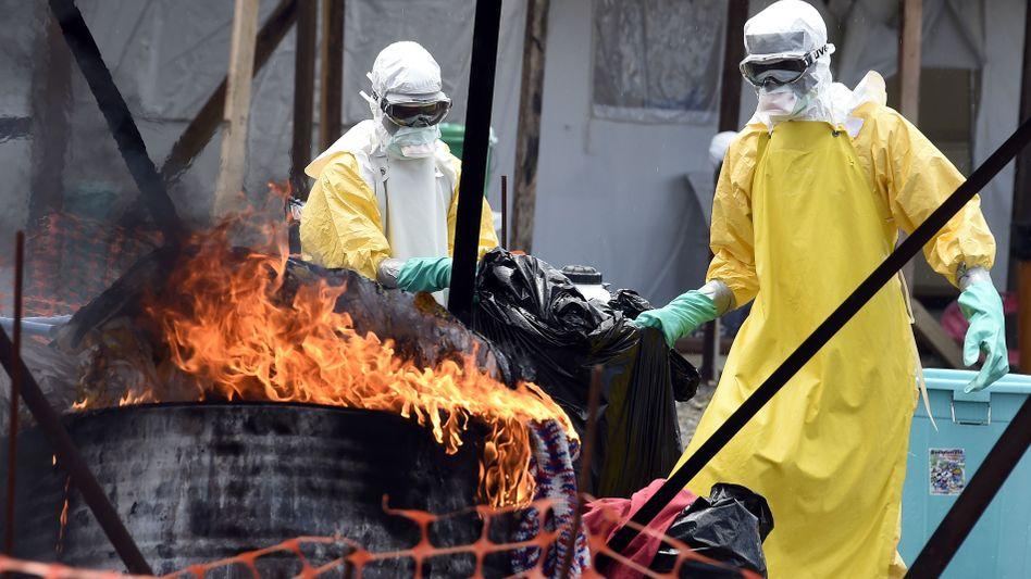 Mediziner im Kampf gegen Ebola (in Liberia): Sorge um die Sicherheit