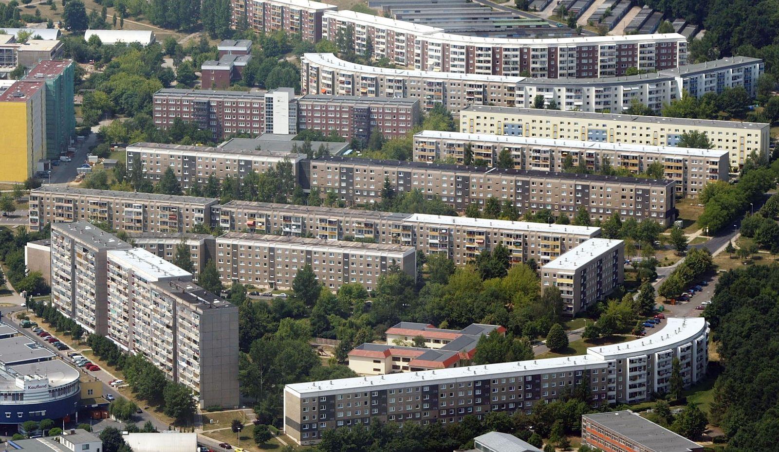 NICHT VERWENDEN Nachkriegsarchitektur/ Plattenbau