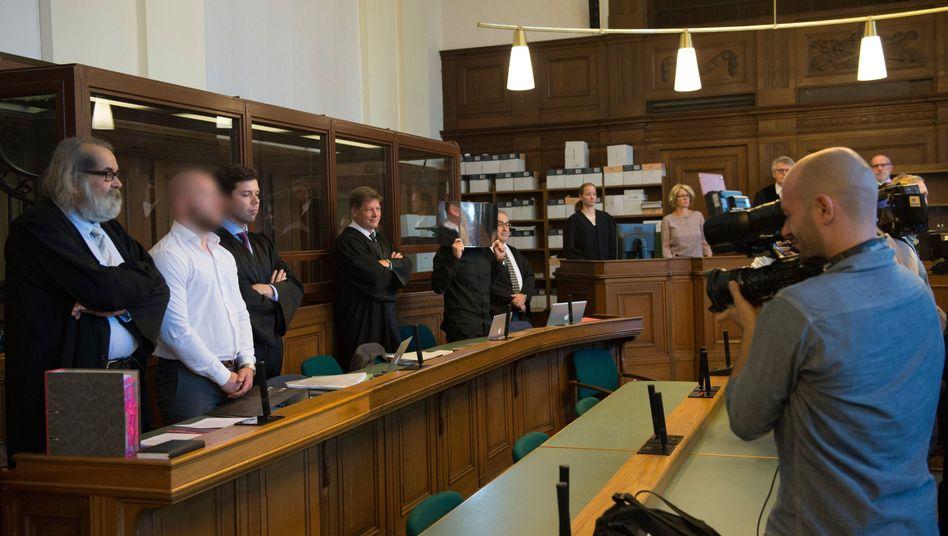 Die Angeklagten Marvin N. und Hamdi H. vor Gericht