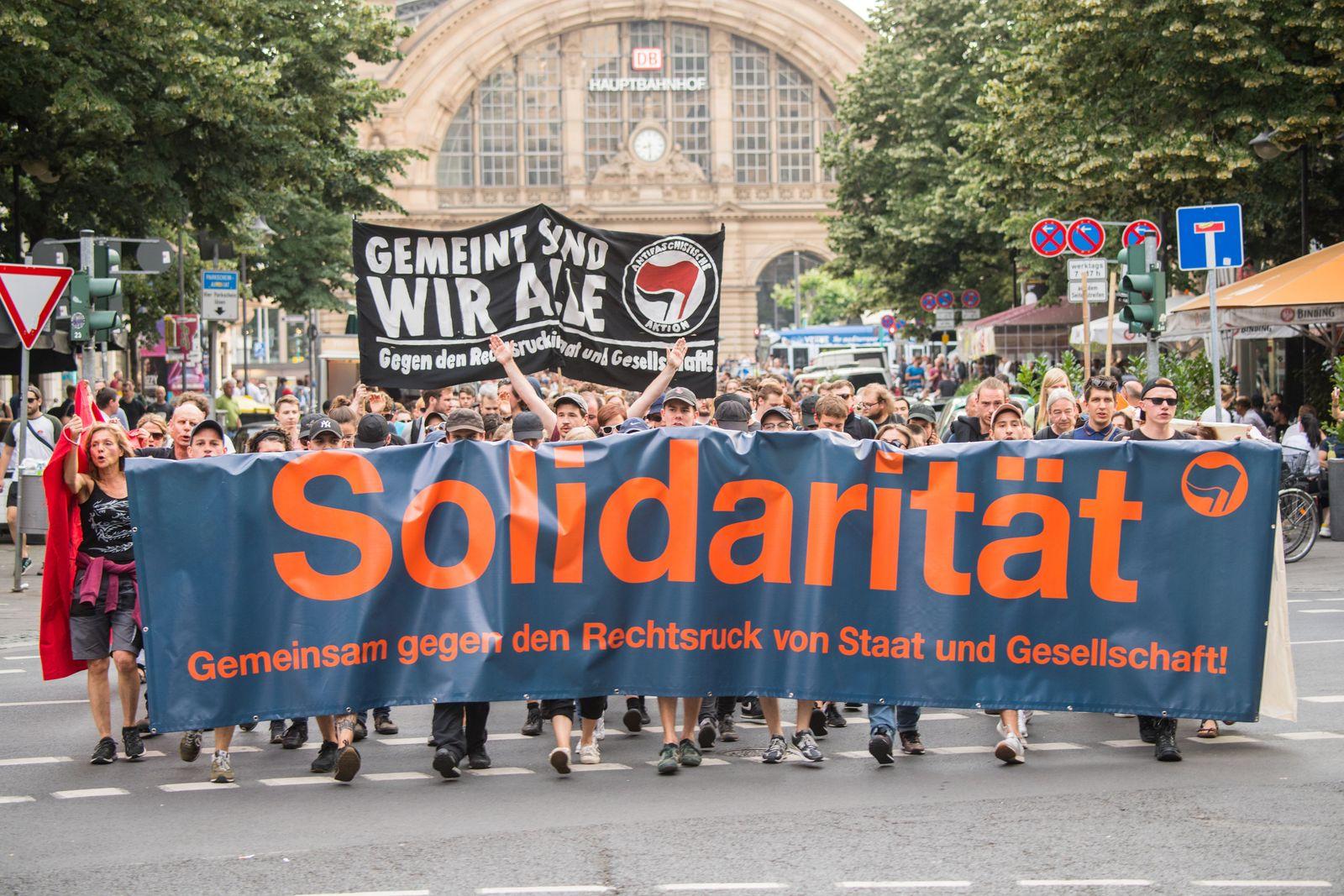 Demonstration gegen Nazi Terrornetzwerke
