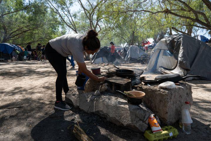 Leben im Zelt: Im Flüchtlingscamp in der Grenzstadt Matamoros harren viele Menschen seit Monaten aus