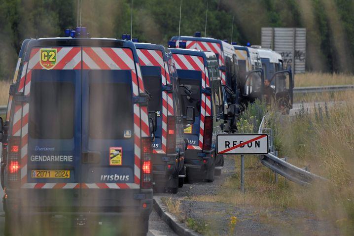 Polizeiwagen Nahe Redon in der Bretagne: Etwa 400 Beamte waren im Einsatz