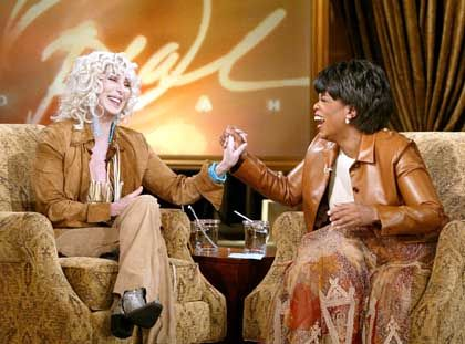 """Talkmasterin Winfrey (r.), Gast Cher: """"Unausgesprochene Rivalität"""""""