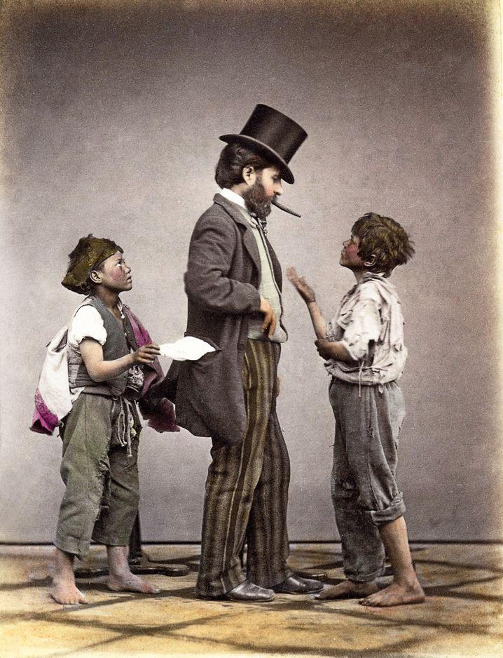 Vorsicht Taschendiebe! Genreszene mit jungen neapolitanischen Kleinkriminellen (um 1880).