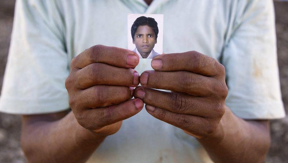 Foto des 16-jährigen Ganesh: Rückkehr im roten Sarg