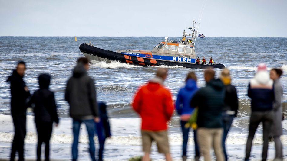 Suche nach der Leiche des Vermissten am Strand von Scheveningen