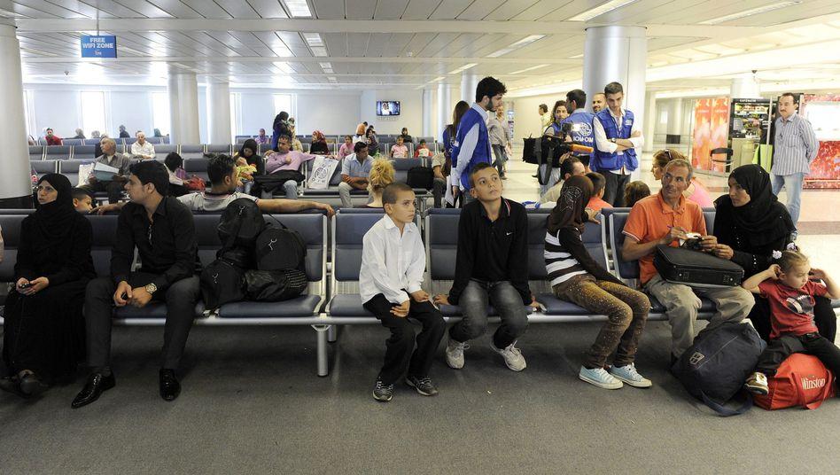 """Syrische Flüchtlinge auf dem Flughafen Beirut: """"Von einem schleppenden Aufnahmeprozess kann keine Rede sein"""""""