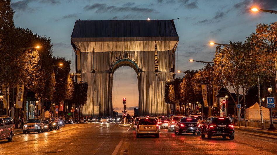 Verhüllter Arc de Triomphe in Paris