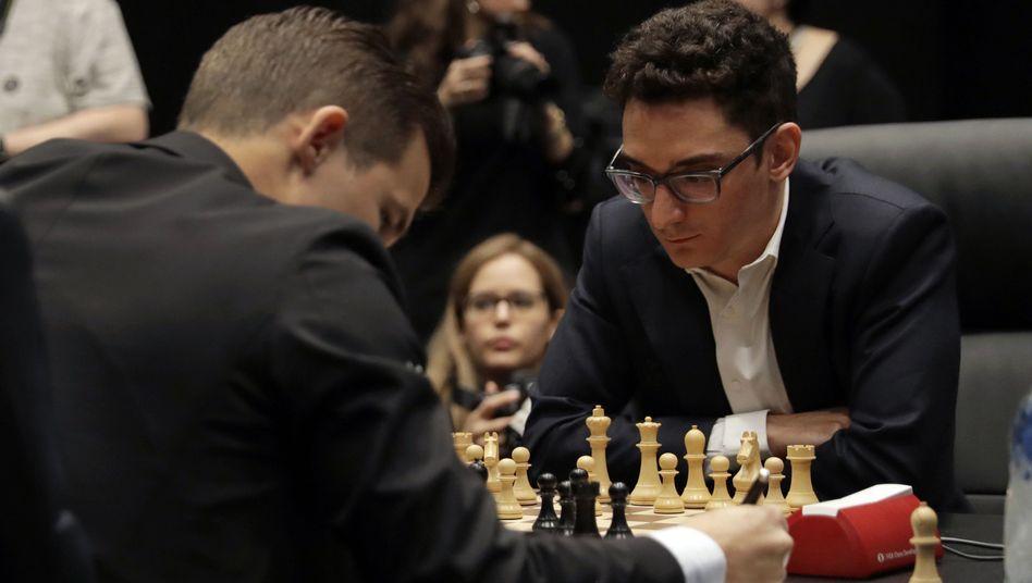 Magnus Carlsen (links) und Fabiano Caruana