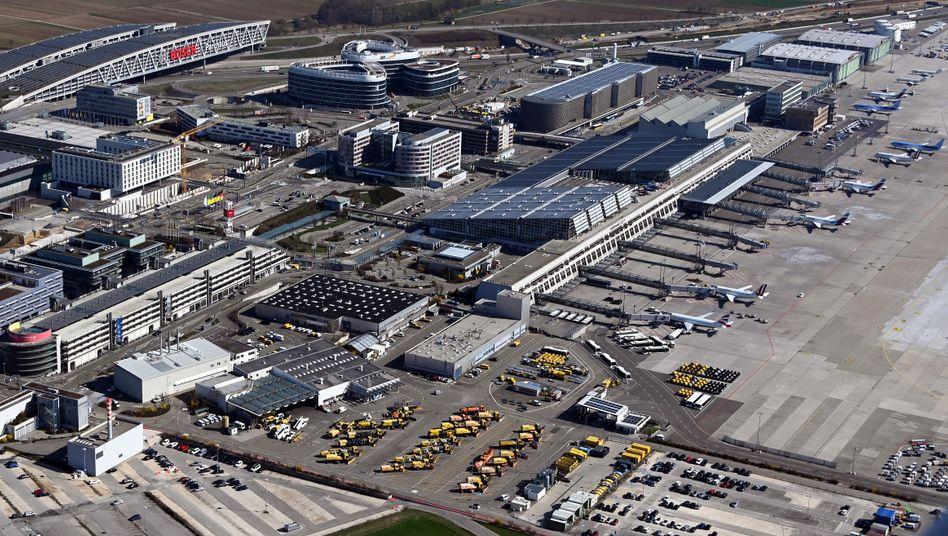 """Flughafen in Stuttgart: """"Flugbetrieb weitgehend zum Erliegen gekommen"""""""