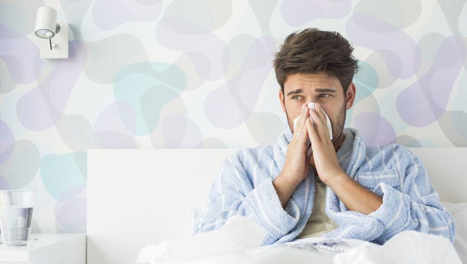 Wer krank ist, gehört ins Bett - doch wer mehr als sechs Wochen pro Jahr zu Hause bleibt, riskiert seinen Job