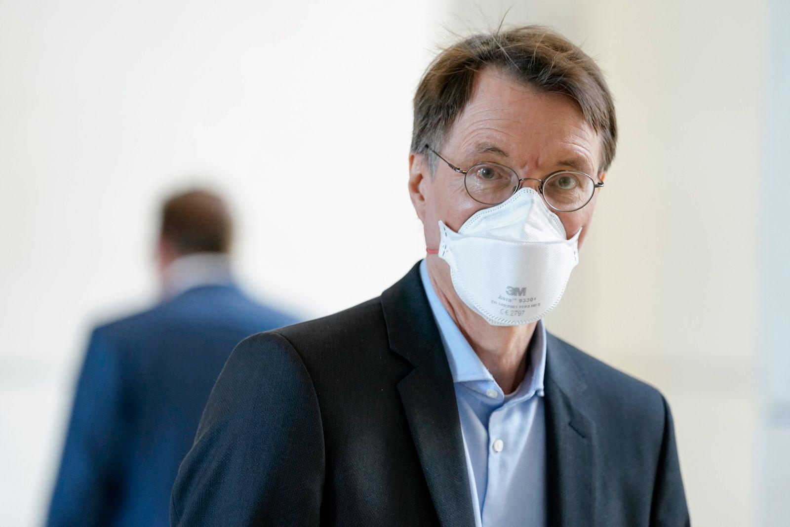 234. Bundestagssitzung und Debatte Aktuell, 11.06.2021, Berlin, Prof. Dr. Karl Lauterbach im Portrait auf dem Weg zur n