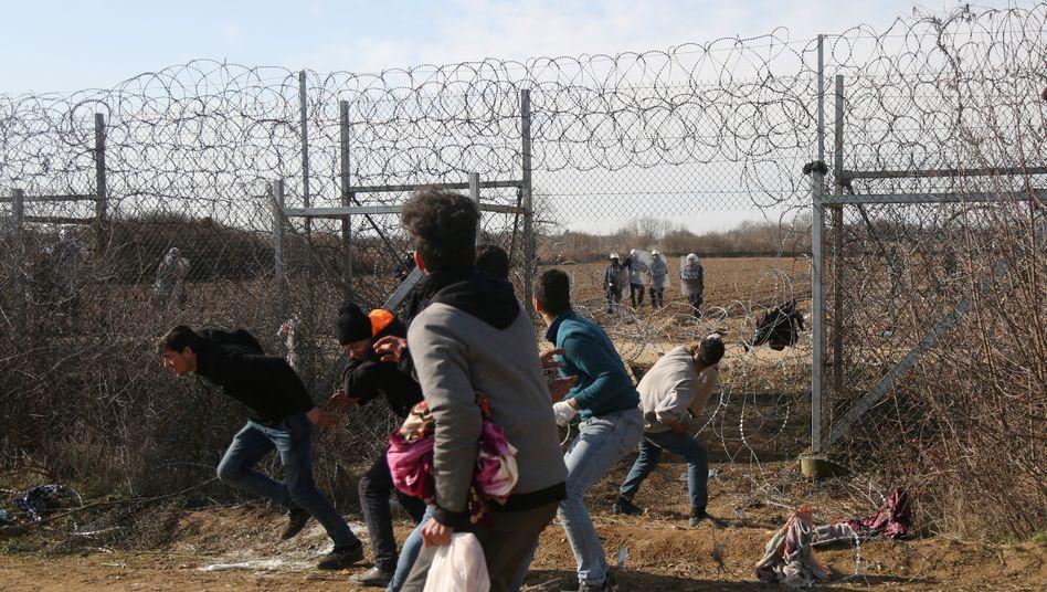 """""""So ein Vorfall darf nicht wieder passieren"""": Migranten am griechischen Grenzzaun"""