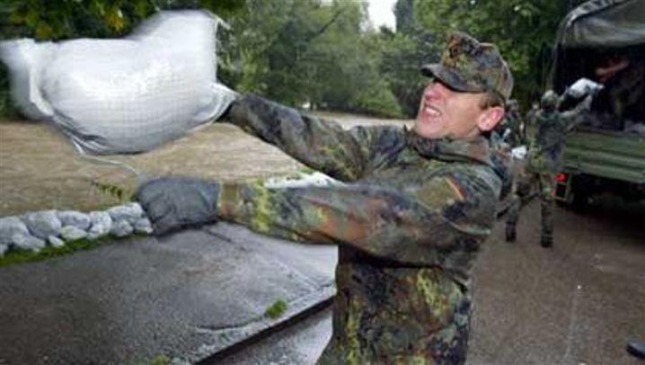 Katastrophenalarm: Hochwasser in Bayern, Feuersbrunst in Portugal