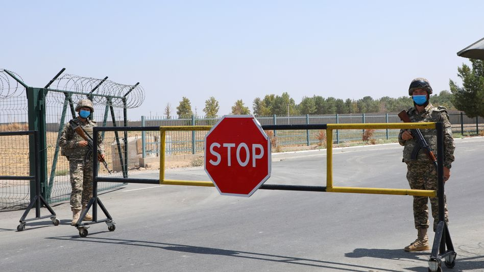 Ein Checkpoint an der Grenze zwischen Afghanistan und Usbekistan