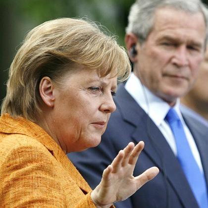 Merkel und Bush im Rosengarten des Weißen Hauses (im April): Streit um den Klimaschutz