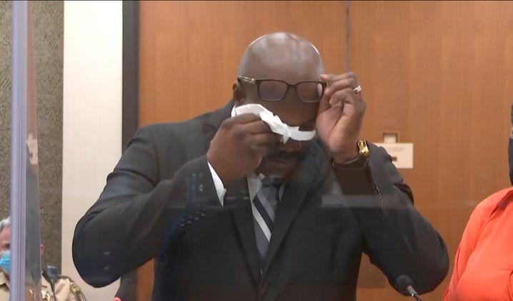 Floyds Bruder Philonise brach während der Anhörung in Tränen aus